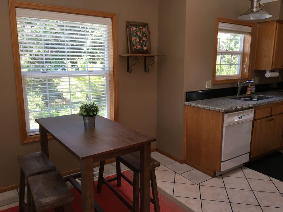 Kitchen/eating nook