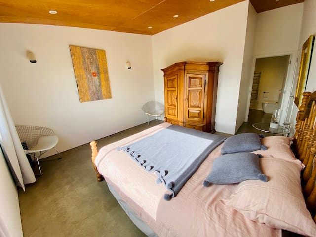 Ensuite with king size bed