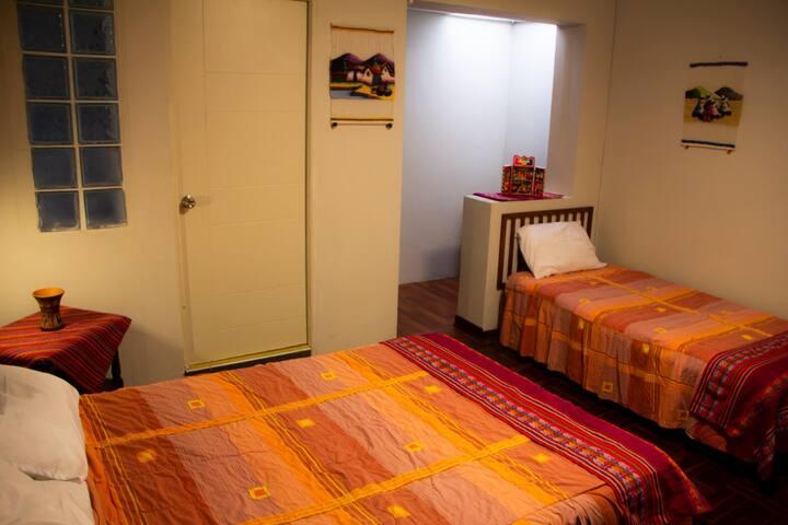 Alojamiento basic para 3personas con baño Barranco