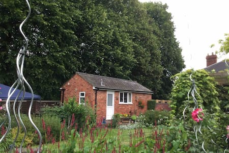 Garden Lodge, Close to city centre, and River Wye