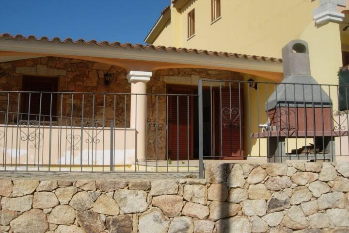 """Budoni, villetta """"TAN"""" con 2 camere - Tanaunella - Complexo de Casas"""