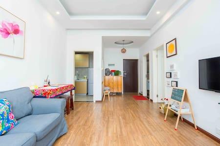 荷荷家@原民宿 临中庭、清静 55平米,单独享用整套公寓 独立卫生间、热水足 乐山大佛、一职中