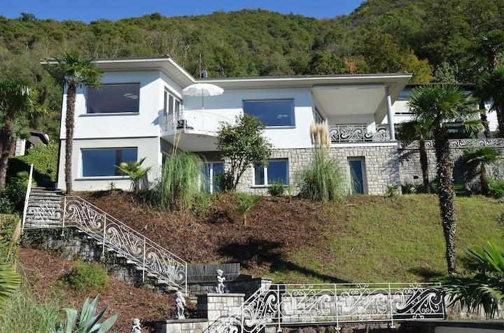 Villa Perita, Bissone mit exklusivem Aussenpool