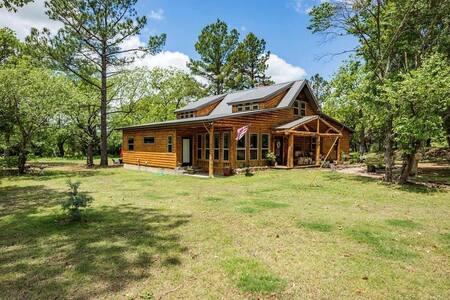 """""""The Great Escape"""" OKLA Luxury Log Cabin Home"""