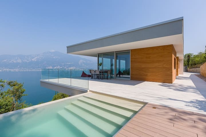 Dream view, infinity pool, privacy & nature. Villa