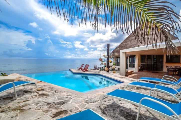 Open Style Home w Infinity pool & Gorgeous views!