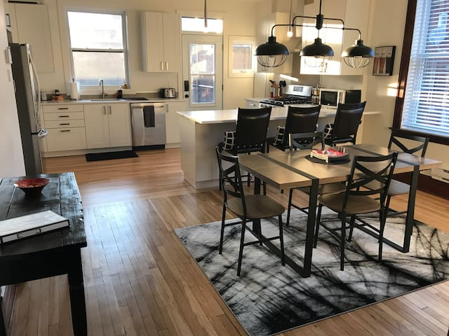 Snowdon Airbnb - Newly renovated 3 bdrm classic!