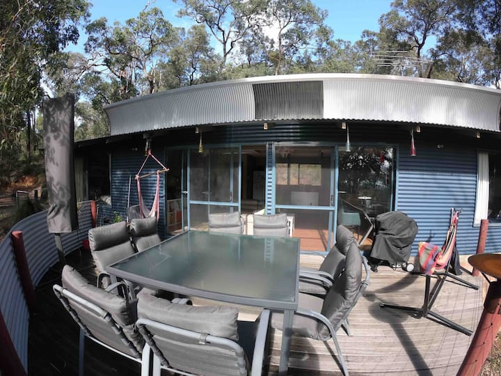 Camp Mundy Homestay - hikers and cyclists welcome!