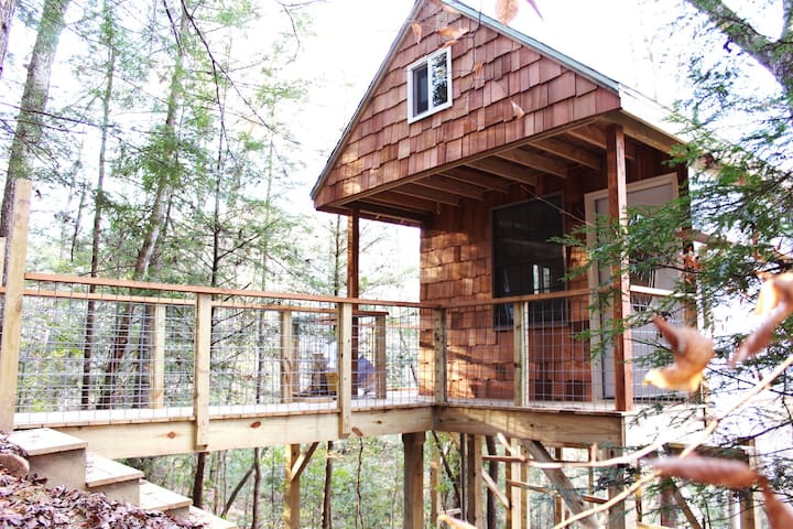 Private Cozy Tree-House Steps Away From Trailheads