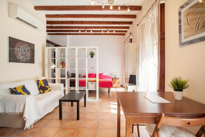 Cozy flat by the Central Market in old Valencia***