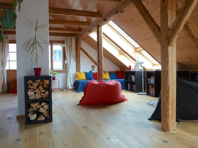 Romantisches Dachstudio mit Bergblick Nähe See