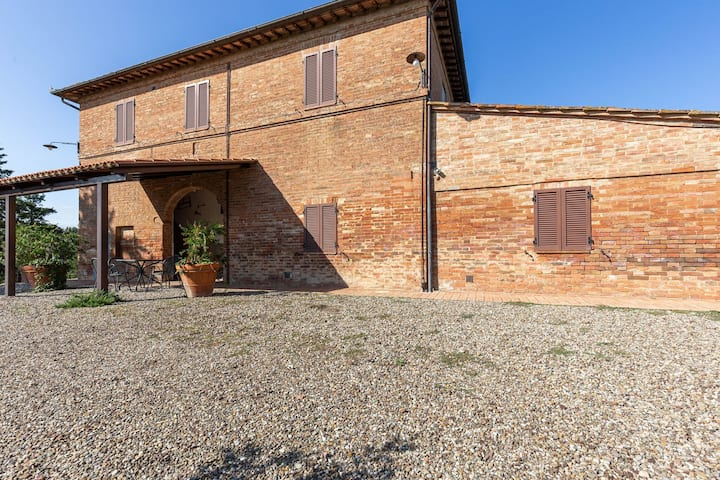 Rustic Farmhouse in Buonconvento with Tuscan Views