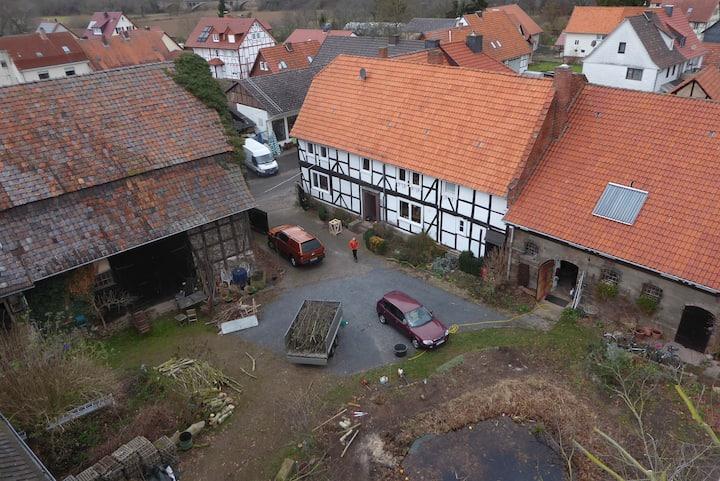 Verträumte Wohnung auf dem Rittergut mit Billard
