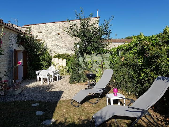 Le Puits Renovated cottage near La Rochelle.