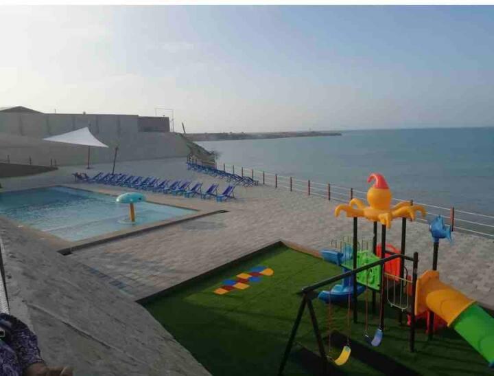 Hermosa casa, urbanización frente al mar!!!!