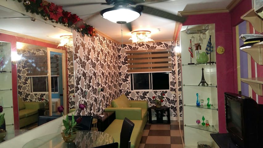 2-Bedroom condo w/ Wifi,neat & cozy - Quezon City - House
