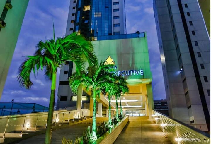 Flat LUXO BC Executive na Beira Mar de Boa Viagem!