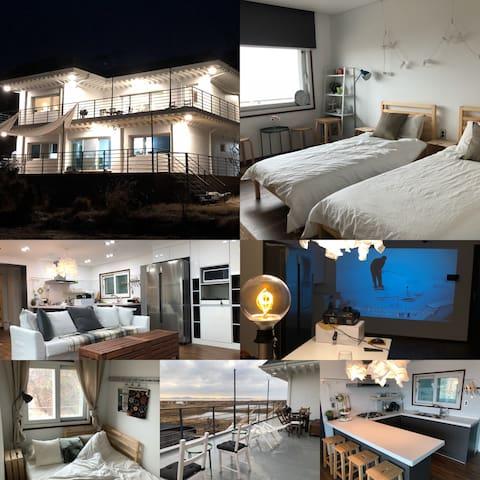 강화도 COCO(코코)하우스 2층단독(25평  2~8인) 청결한 실내공간과 침구.오션뷰