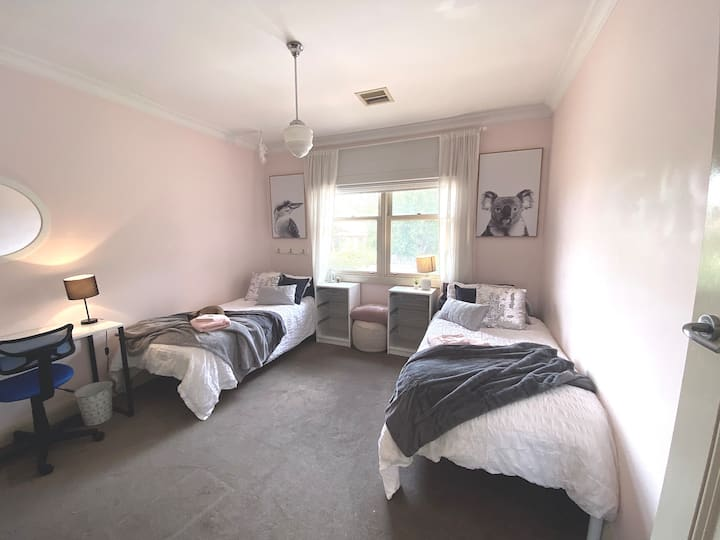 Cosy Private Room for Females Or Mother & Child