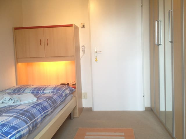 Quiet Single Room between Baden/Brugg, Wifi - Gebenstorf - Bed & Breakfast
