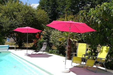 Gîte/appartement avec piscine et terrasse