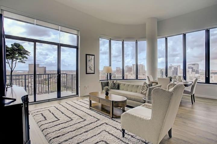Luxuriously Furnished 2 Bedroom/2 Bath Penthouse
