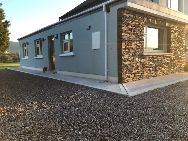 The Beehouse (5 minutes drive from Dingle town)
