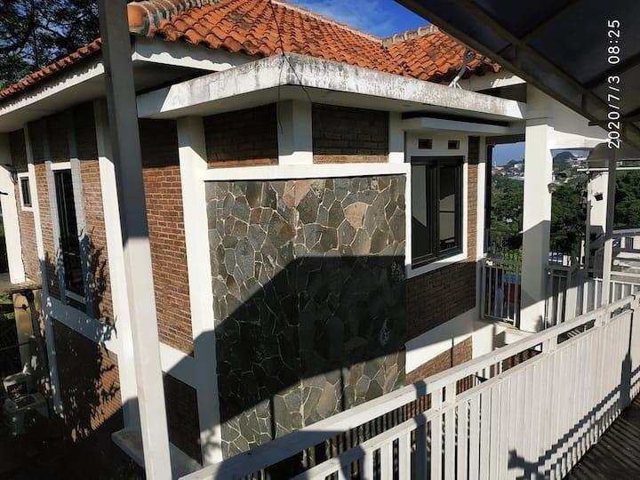 Disewakan Villa di Punclut Bandung Full Furniture