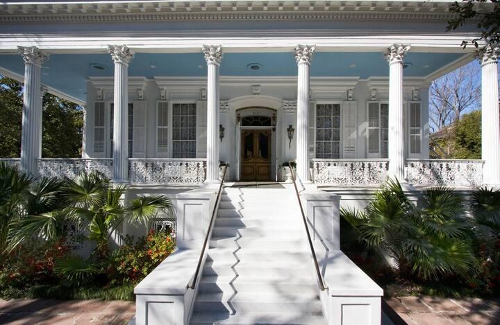 Historic Lower Garden District Mansion: Mini Suite