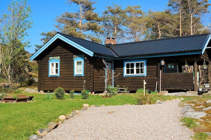 4 person holiday home in FISKEBÄCKSKIL