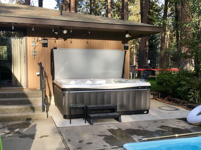 8-person hot tub