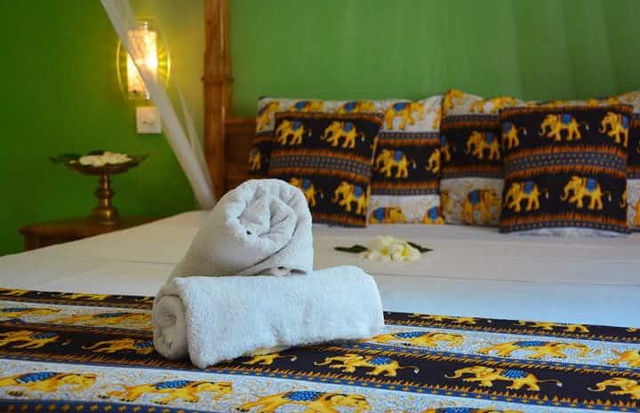 Golden lodge for 8 people with restaurent