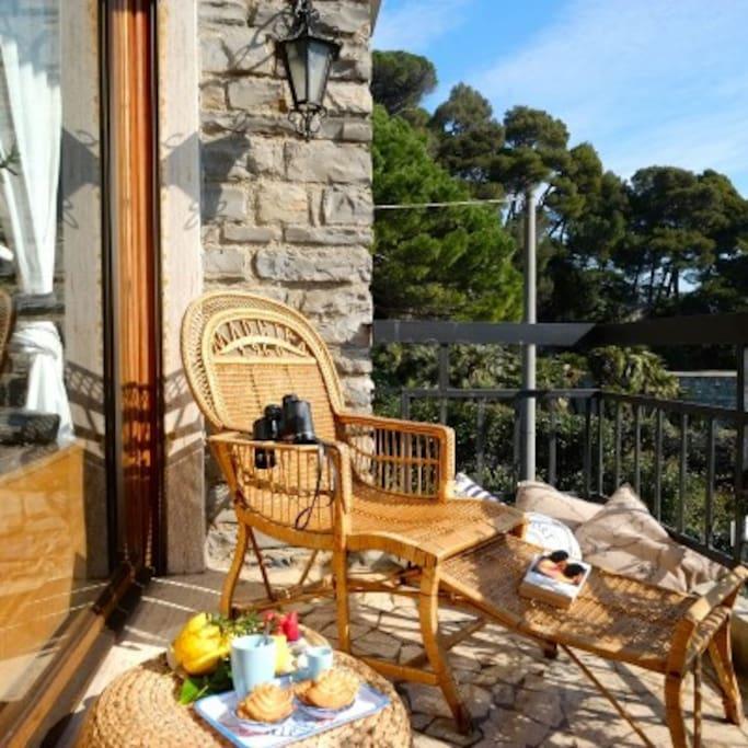 Villa lella villetta fronte mare con giardino for Piani casa in stile artigiano 4 camere da letto