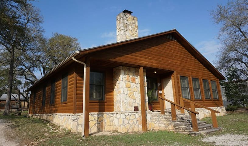 Wimberley Log Cabin Resorts and Suites- Oak Lodge