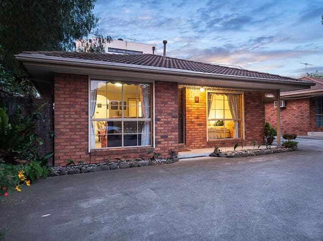 Central Yarraville pad with young professional
