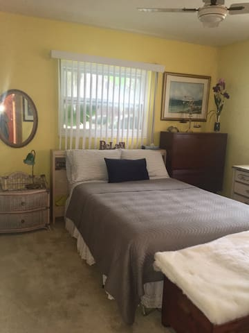 House 2 Bedroom/3 Bath w/Private Pool