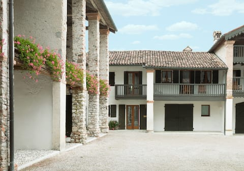 COLVAGO LA CORTE SPECTACULAR RURAL HOUSE
