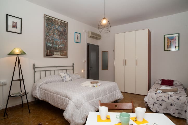 1)Easy & Stylish, 3 minutes walk from SMN Station