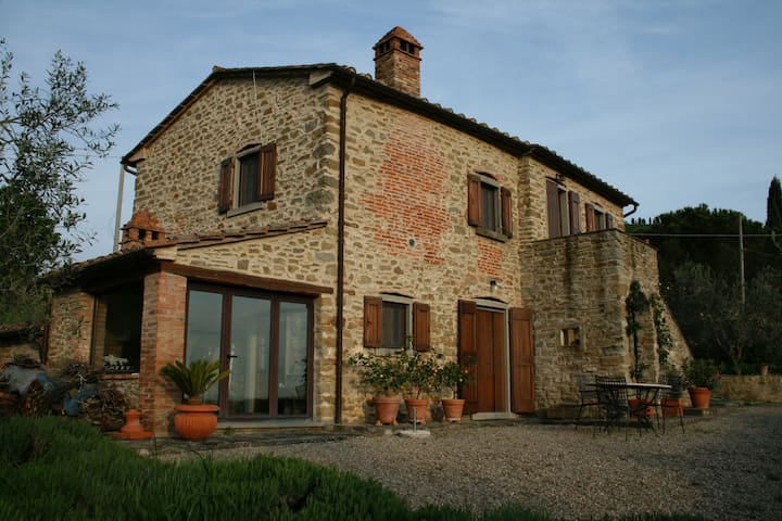700 year old restored tuscan home - Osfia  - Dom