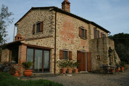 700 year old restored tuscan home - Cortona - House