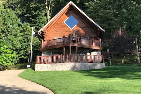 Lakefront Log Home Close to WVU