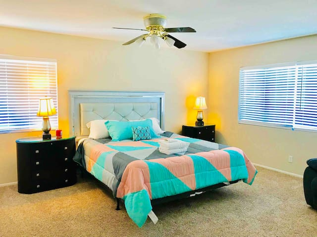 Near Airport&Strip 4BR Cozy house with Pool!