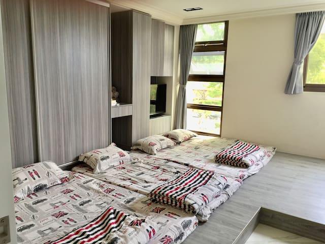三樓和室型房舖設記憶床墊可睡1-5人