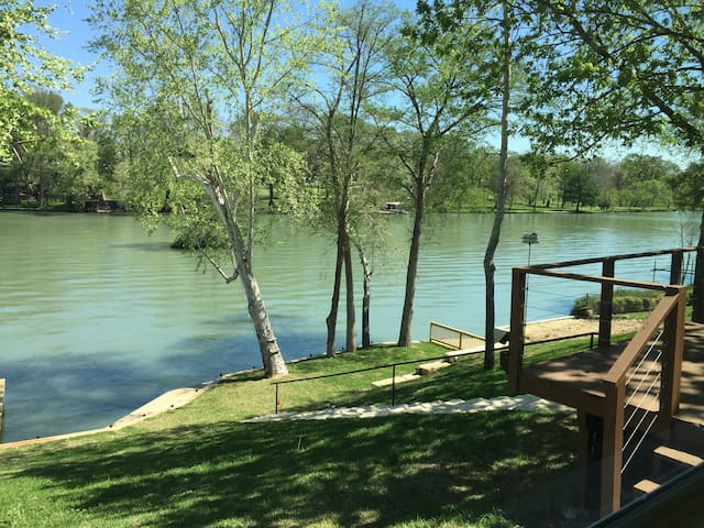 Guadalupe River Retreat w/2BR, kayaks included