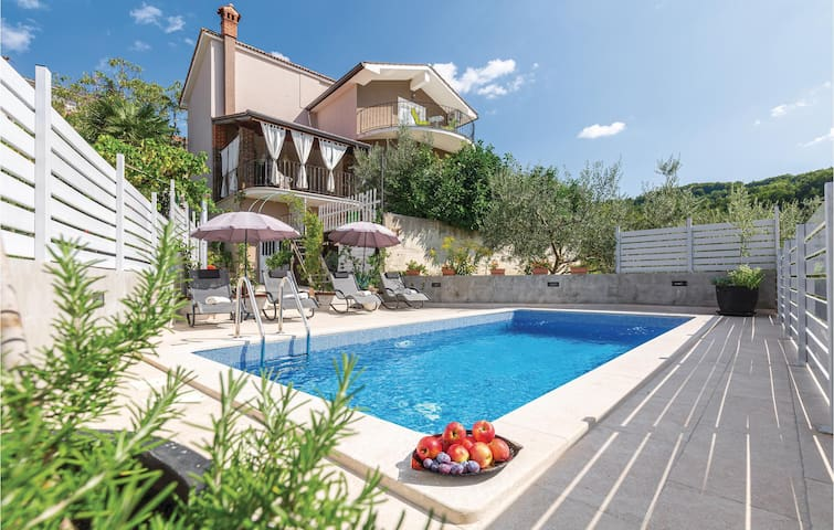 In the hills: Holiday cottage - Motovun