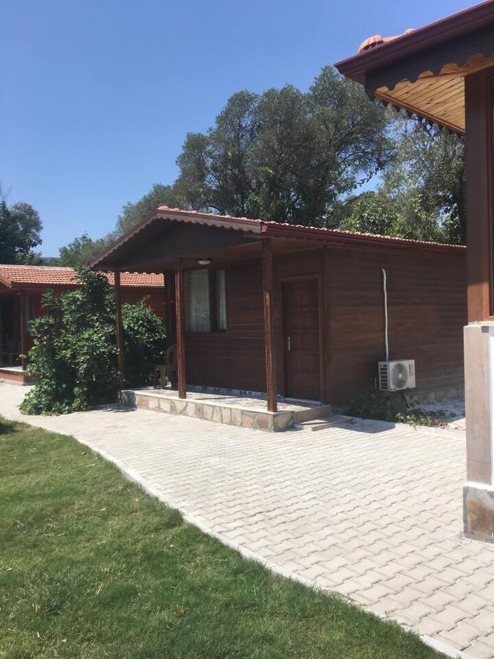 Kaş'ta sessiz, sakin merkeze 15 dakika bungalowlar