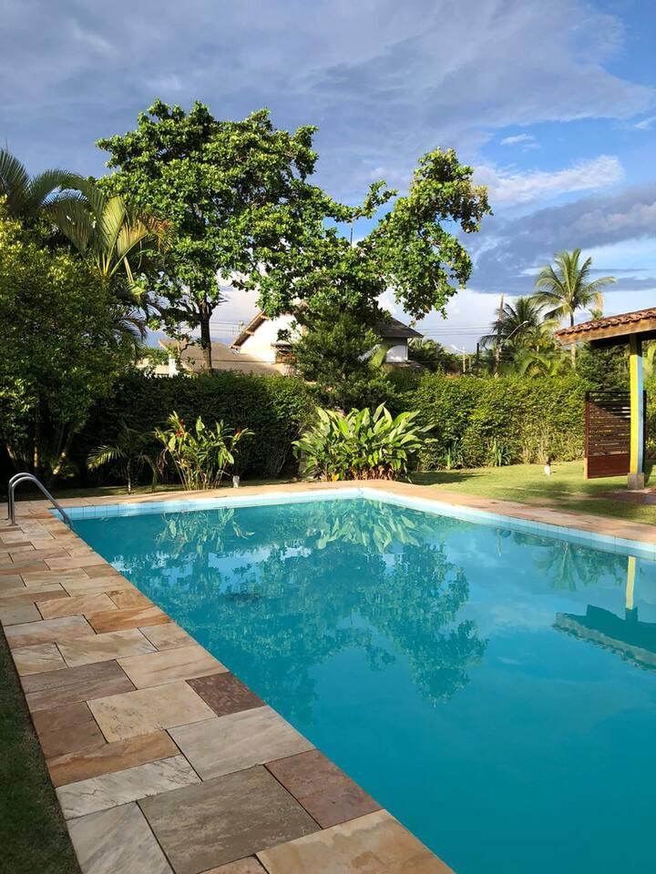Suíte Casal p/4 pessoas com piscina no Guarujá