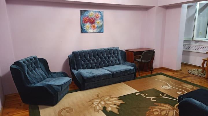Семейная, уютная квартира в самом центре столицы