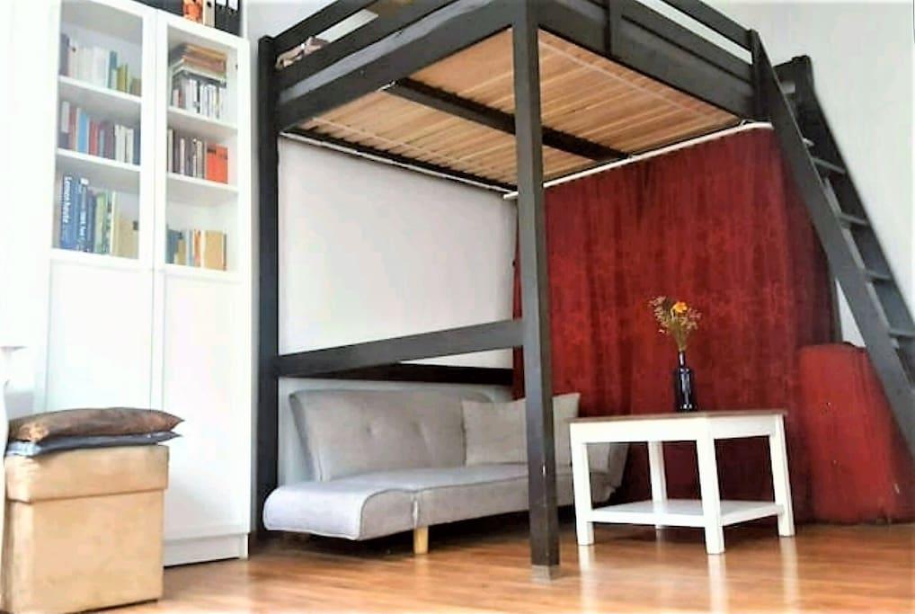 Hochbett mit Sofabett darunter/High Bed with Sofa Bed underneath