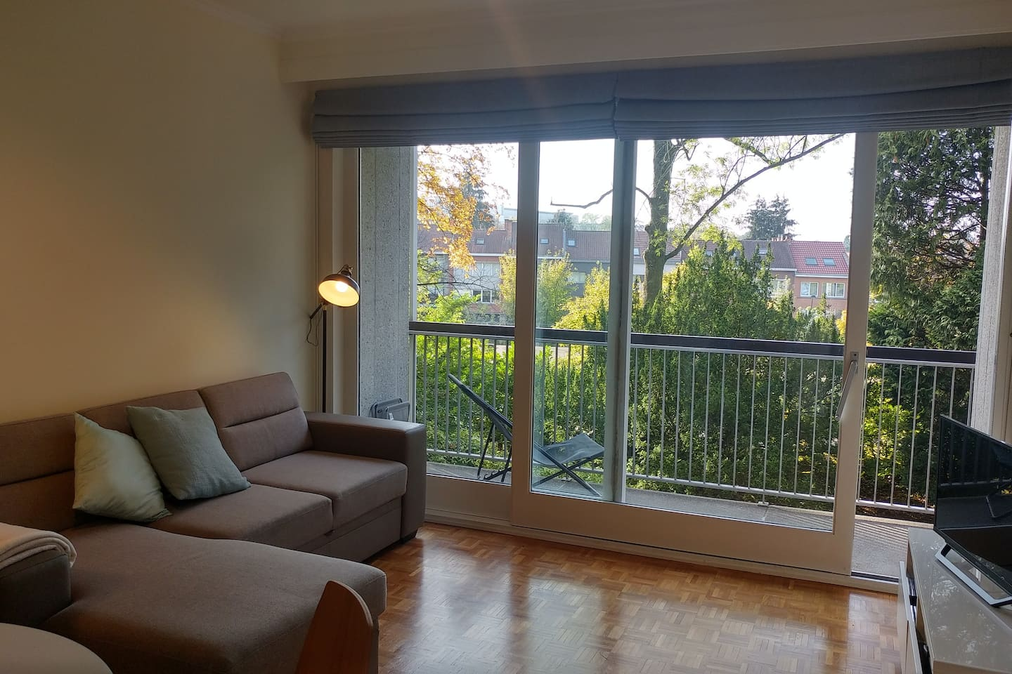 Bright and sunny fully furnished one bedroom flat